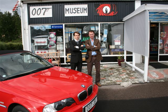 Dr Stijn  and Gunnar Bond  James Schäfer in The James Bond 007 museum