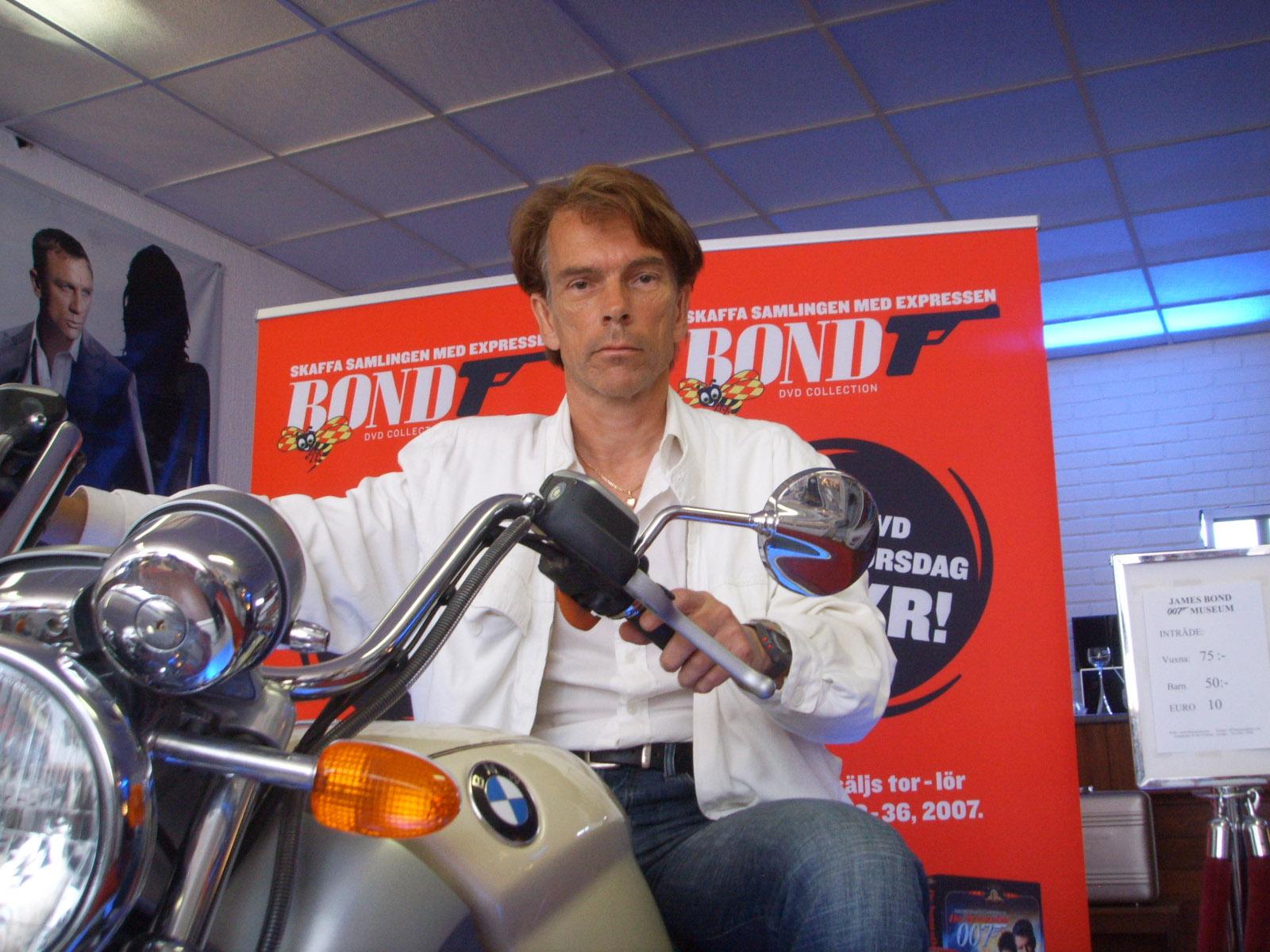 Bmw 1tomorrow Never Dies James Bond Bmw R1200 C Motorcycle