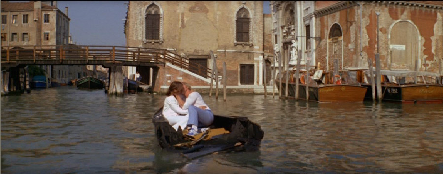 In Moonraker. Venice canals by gondola, which is divided into two parts, as a loving couple did not notice anything,,.