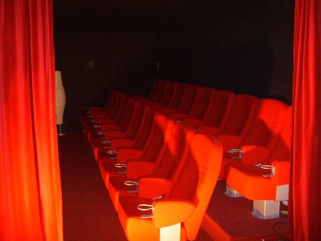 PREMIERE 1 CINEMA CHAIR   Italien designad by Paolo Favoretto. Design: P.Favaretto och G. Brigato