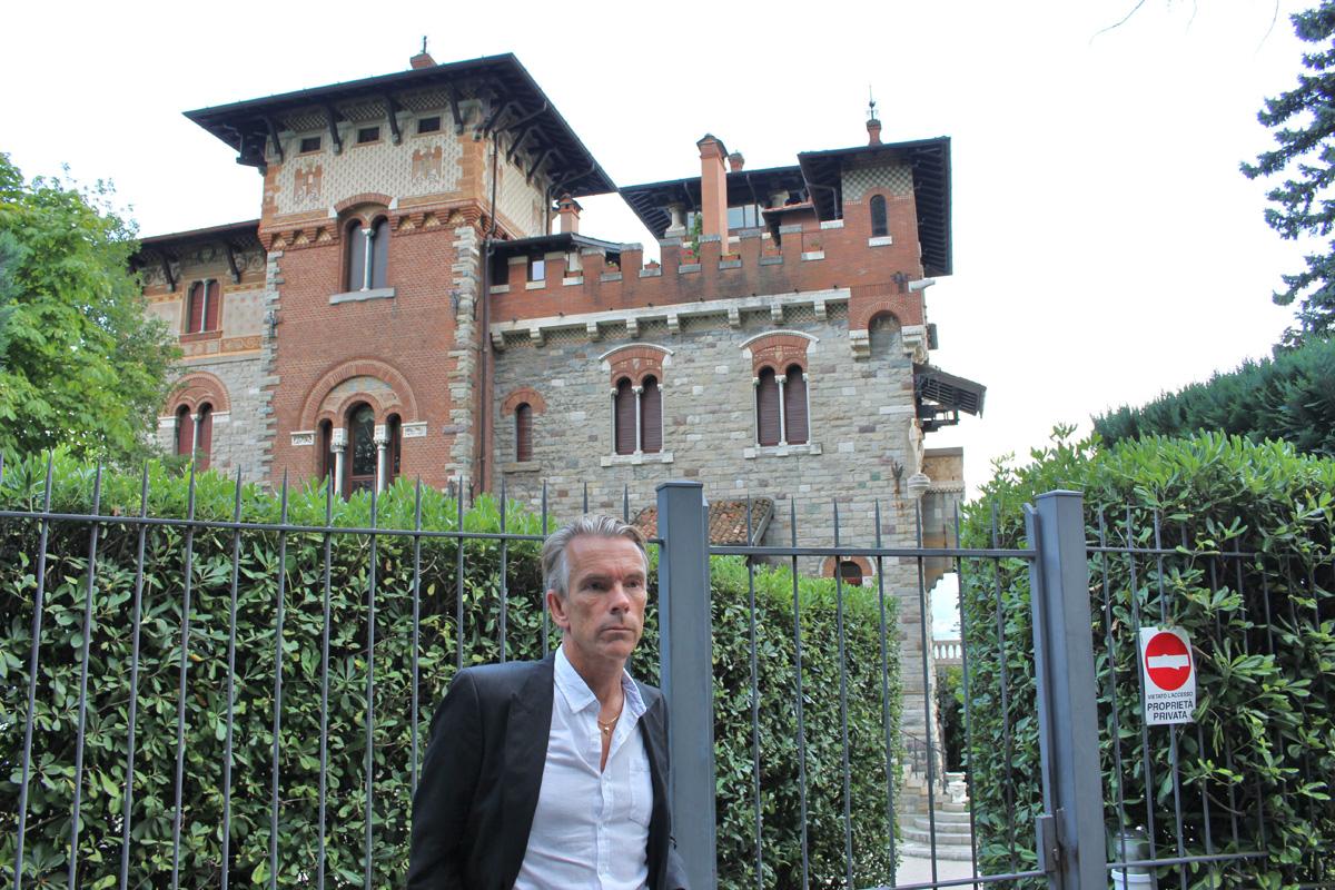 Mr. white house in casino royale casino raama