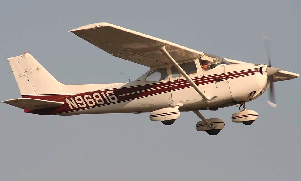 CESSNA 172  JAMES BOND
