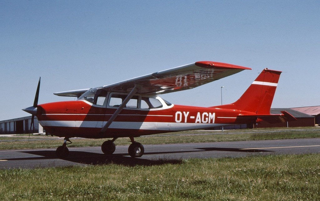 SE-LGK Cessna F172H Reims Aviation Skyhawk 1969 James Bond