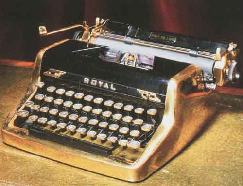 Ian Flemings Goldplatetypewriter   Royal Quiet de Luxe