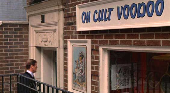 Roger Moore oh cult voodoo shop in New York  Live and let die, James Bond movie 1973